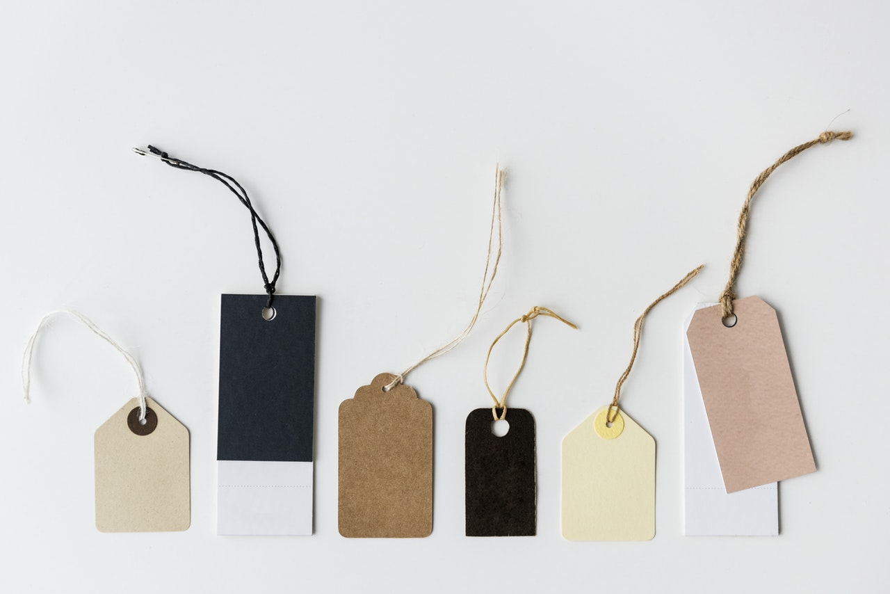 Tags in different sizes and colours